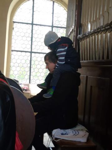 varhaníci v kostele v Dýšině