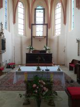 Renovace oltáře v kostele v Dýšině